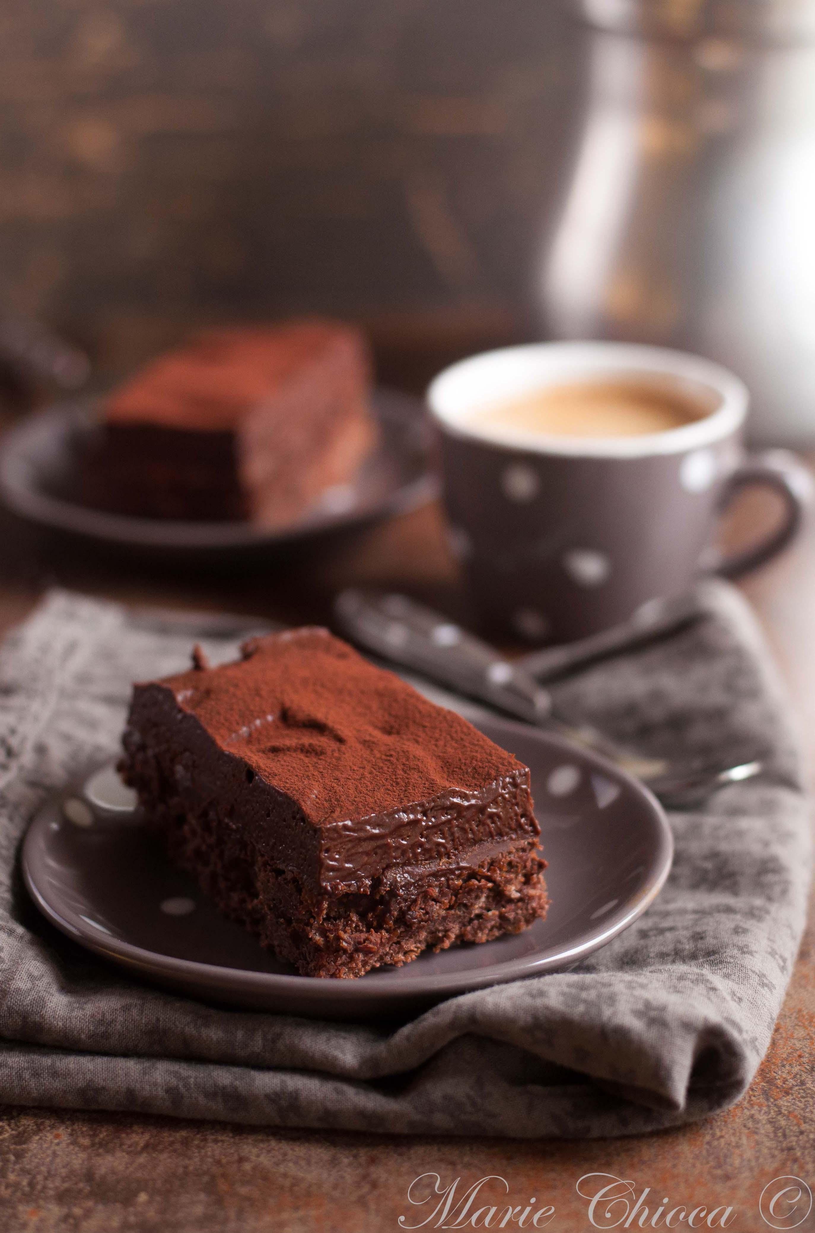 Indice glycémique bas et gourmandise ne sont pas incompatibles, loin s'en faut. Exemple avec le chocolat noir, tout à fait raisonnable à condition de ne pas engloutir la tablette. Mais pour la suite, tout dépend des autres ingrédients entrant en jeu dans la recette ! Et si ce gâteau au chocolat vous tente terriblement, pas de panique, vous êtes sur le bon blog 😉