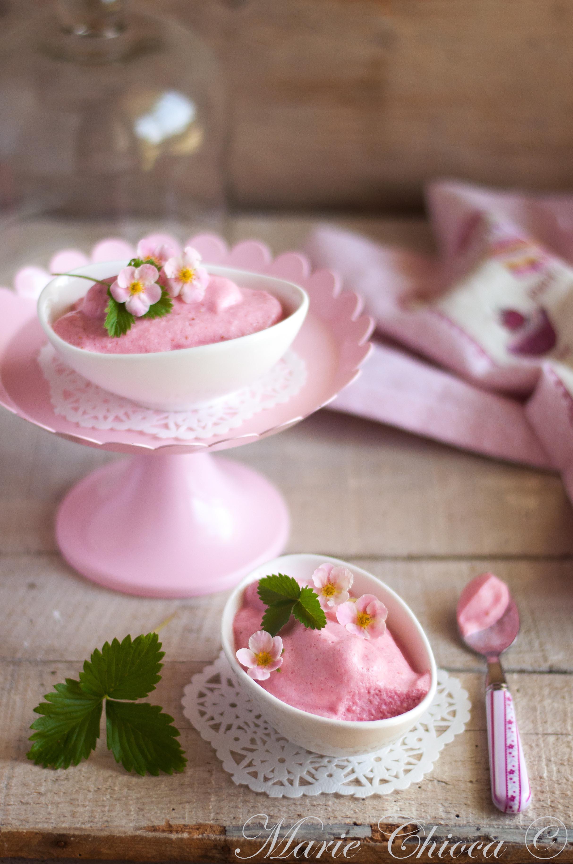 mousse-legere-a-la-fraise-miel-et-faiselle-brebis-2